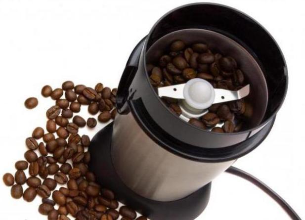 В роторных электрокофемолках измельчение кофейных зерен осуществляется вращающимися ножами